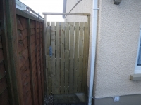 Picket gate with small gaps